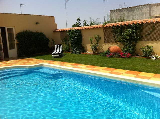 Ideal home for family stay - Villafranca de los Barros - Huis