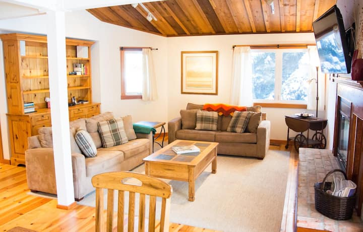 Cheerful Elkhorn Townhome with expansive Mountain views, Shared pool and Hot tub access