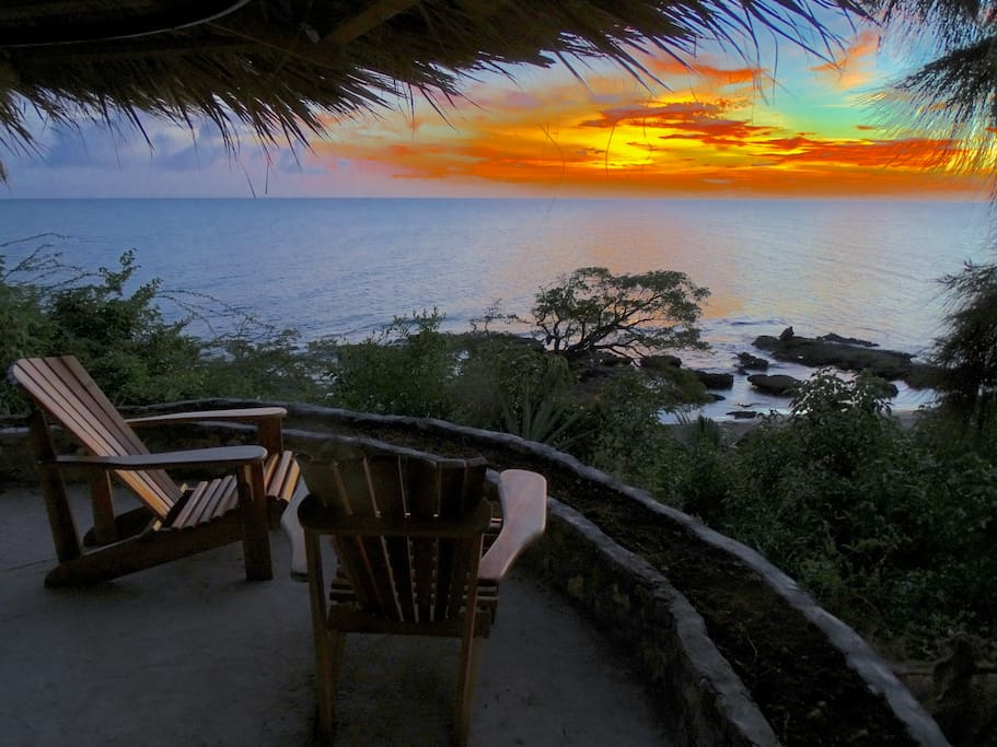 Cliff side cabana with hammock  Private-  only for your enjoyment.