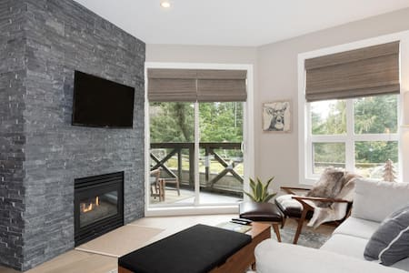 Newly renovated 1-bedroom in Lost Lake Lodge