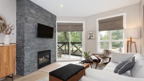 Newly renovated 1-bedroom in Lost Lake Lodge. Heated Pool & Hot Tub