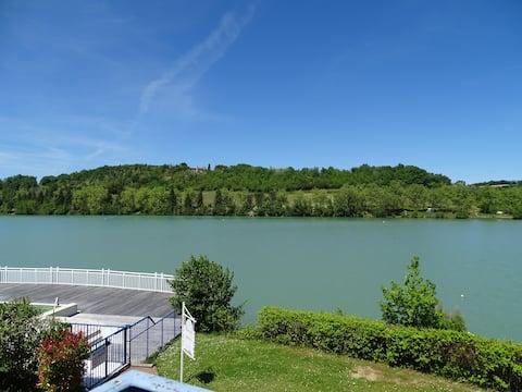 Apartamento con vistas a la piscina y al lago
