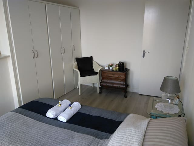 Nice double room with a view on private floor! - Breda - Townhouse