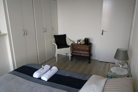Nice double room with a view on private floor! - 布雷達(Breda) - 連棟房屋