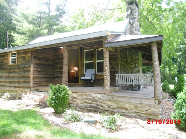 Sam's Cabin - on the Watauga River! - Banner Elk - Kulübe