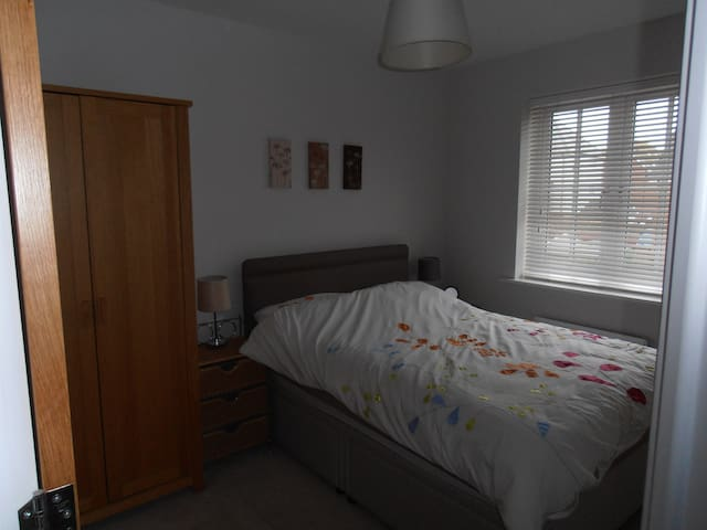 Lovely double room 4 miles from Chichester - Bognor Regis