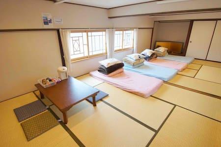 """Arakura"" nearest guesthouse to Chureito pagoda"