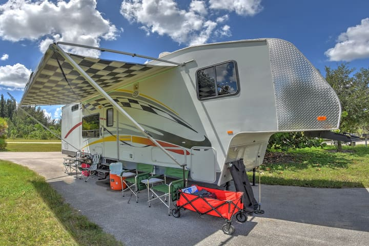 GLAMPING! Beautifully Fun RV, Pick Your location!