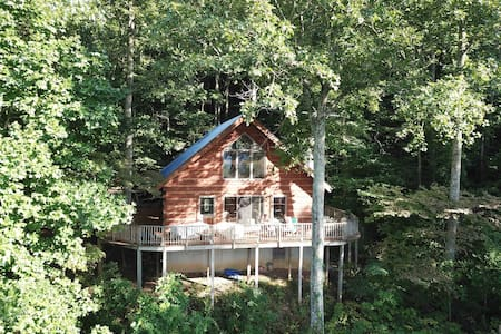 Pet Friendly Mountaintop Cabin on 12 Acres!!