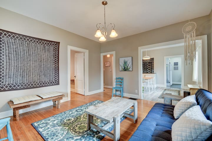 SoBro Bungalow: Cozy 2BR Apt in South Broad Ripple
