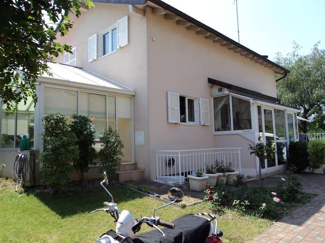 Appartement dans belle villa contemporaine