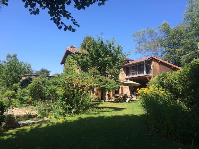 Maison de campagne avec jardin au coeur du Forez - Job - Hus