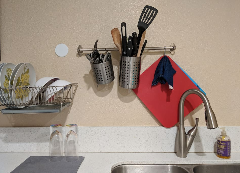 Space comes equipt with complete kitchen utilities
