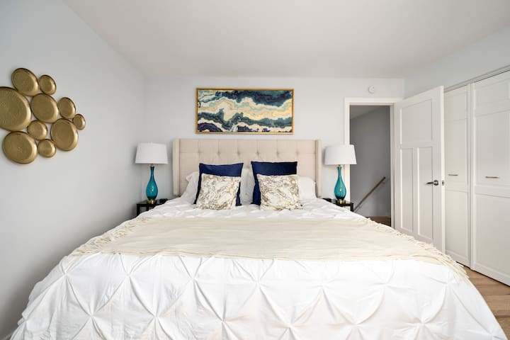 Main bed room/King Size bed