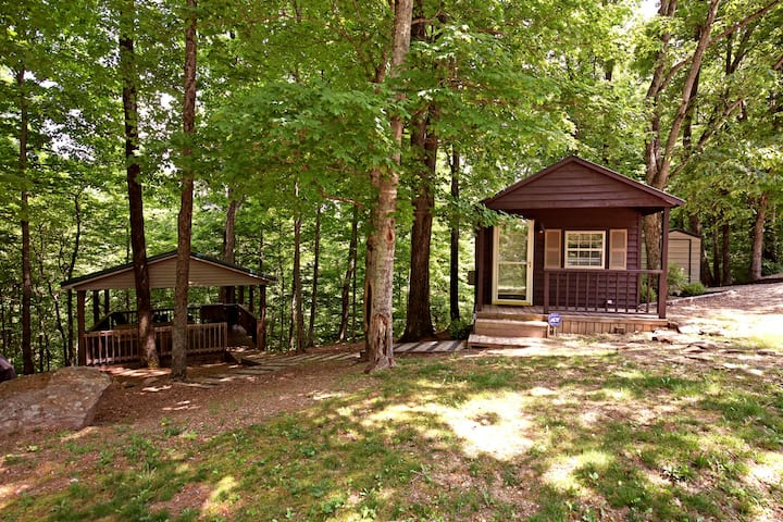 Charming cabin at Nolin Lake/Mammoth Cave.