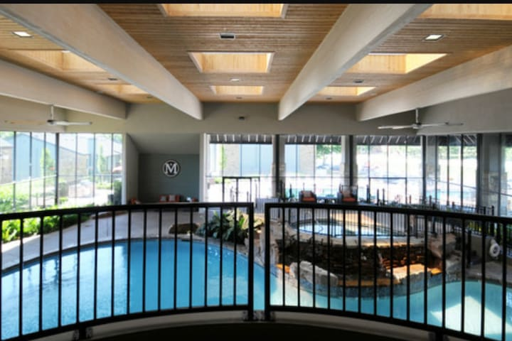 Knoxville apt with indoor pool and hot tub