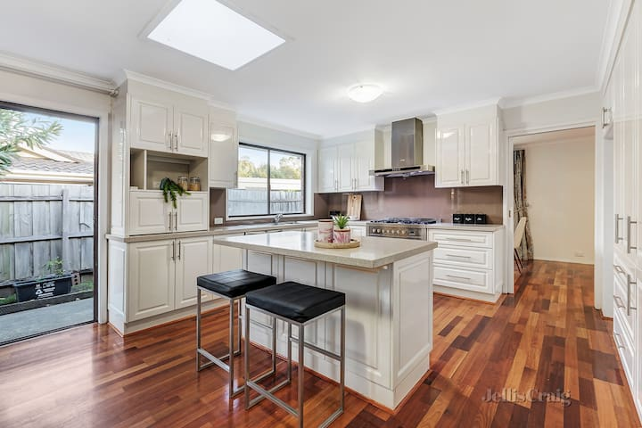 Semi-Ensuite in Glen Waverley半獨立套房出租