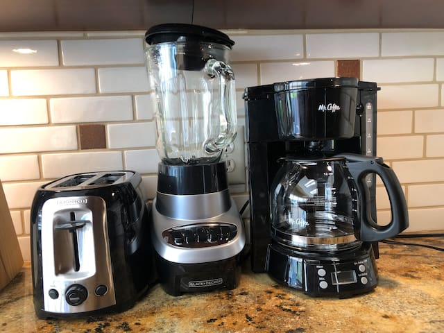 This is the type of toaster, coffee maker and blender.