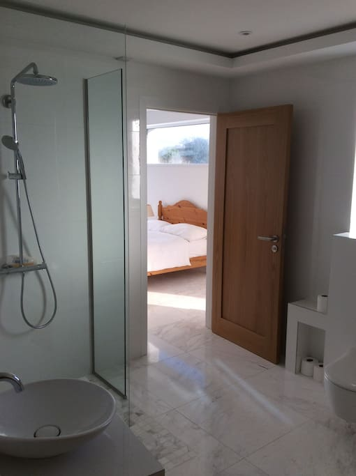 Shared bathroom with bath. (Separate entrance from bedroom)