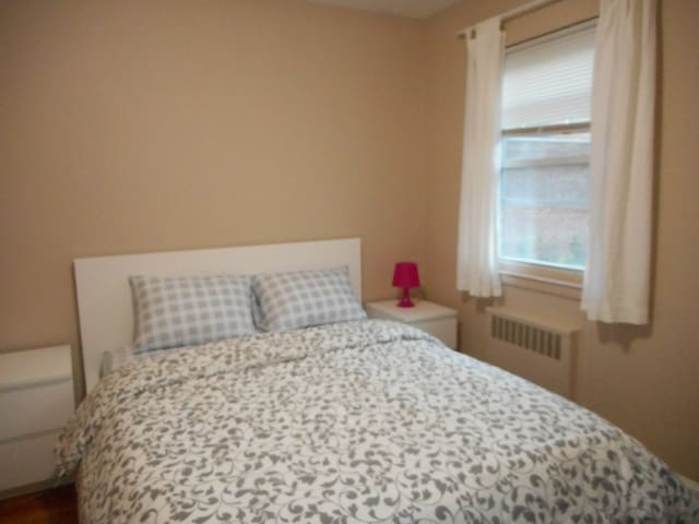 Nice Big Room in Bayside - Queens