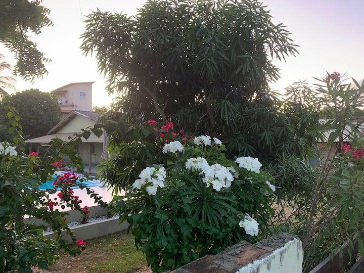 Casa com piscina e mini quadra de futevôlei