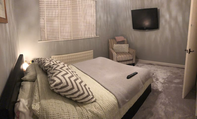 Private Room In Quiet Residential Area
