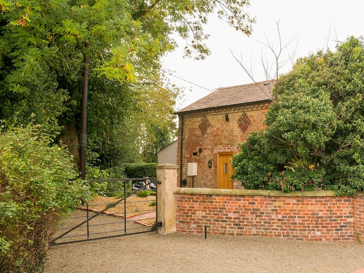 Beautiful Old Coach House in tranquil village.
