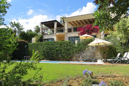 Sotogrande small luxury Villa with pool sleeps 8. - San Roque - Villa