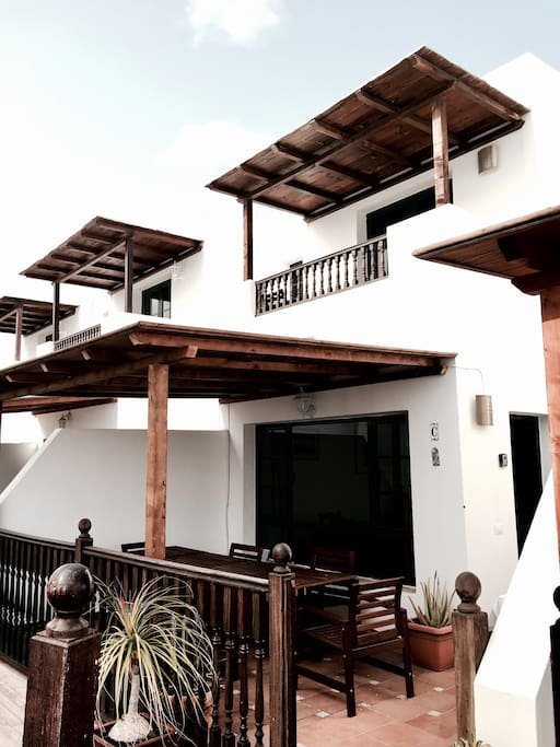 Shaded balcony and terrasse.