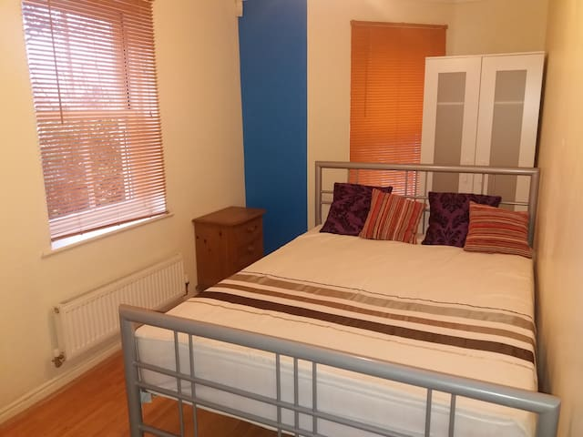 Double Room with Private Bathroom - Christchurch - Casa