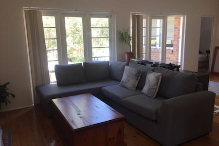 Room for rent - 7 min drive to Manly - Allambie Heights