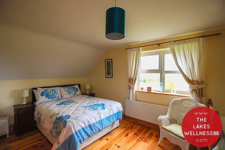 Comfortable Family Room near Castlebar, Westport
