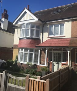 Spacious 5 bed, 3 bathroom house by Hove seafront - Hove - Talo