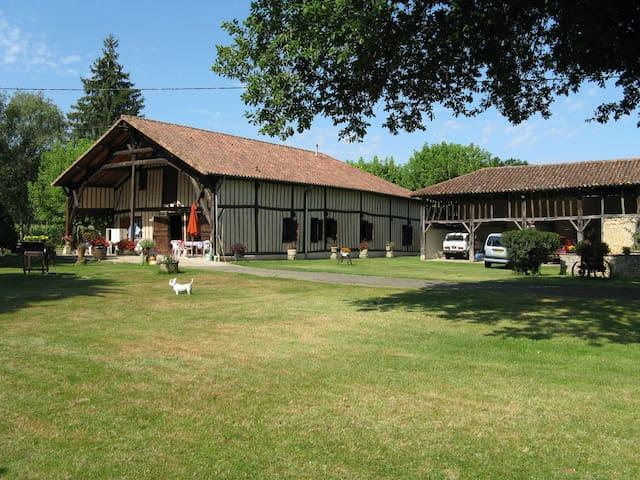 Calme dans une ferme Landaise