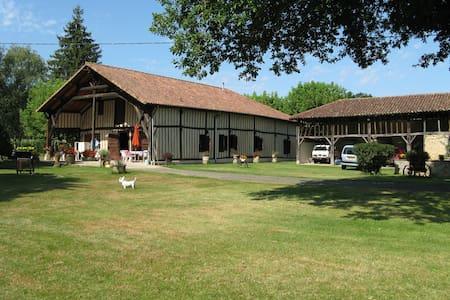 Labastide d'Armagnac , magnifique ferme Landaise