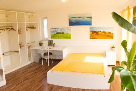 Sonnendurchflutetes ruhiges Zimmer in Haus am See - Wimpassing An Der Leitha - 独立屋