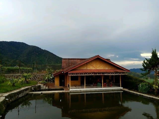 Villa Paniisan Putri Athaya 1 - Bandung - Huvila