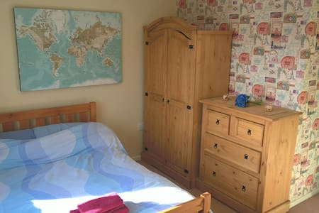 Modern private room + bathroom - Loughborough