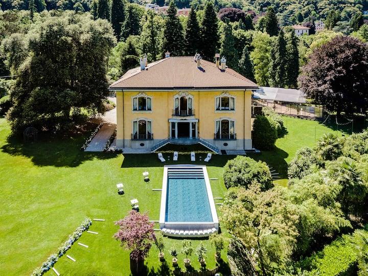 Villa d'epoca con piscina sul Lago Maggiore