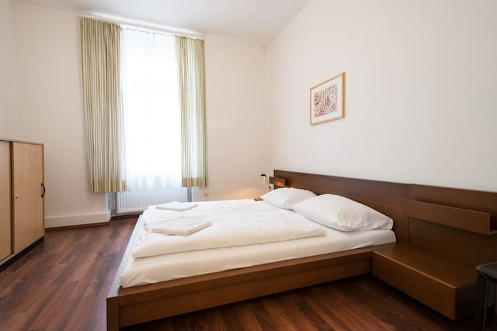 Huge 2-room App at Main Station - Frankfurt - Departamento