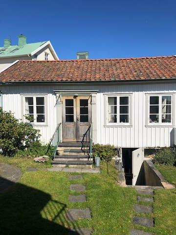 Idylliskt gårdshus på Marstrandsön.