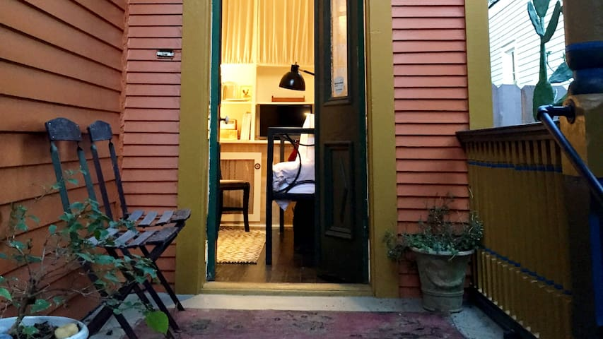 Sweet Small Solo Traveler Room in the Marigny NOLA