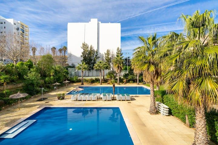 Jardins da Rocha/Piscina/Parqueament/Ar Cond/WI-FI