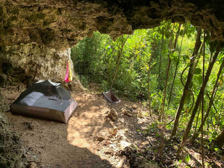 Rock Shelter Camping / with amenities