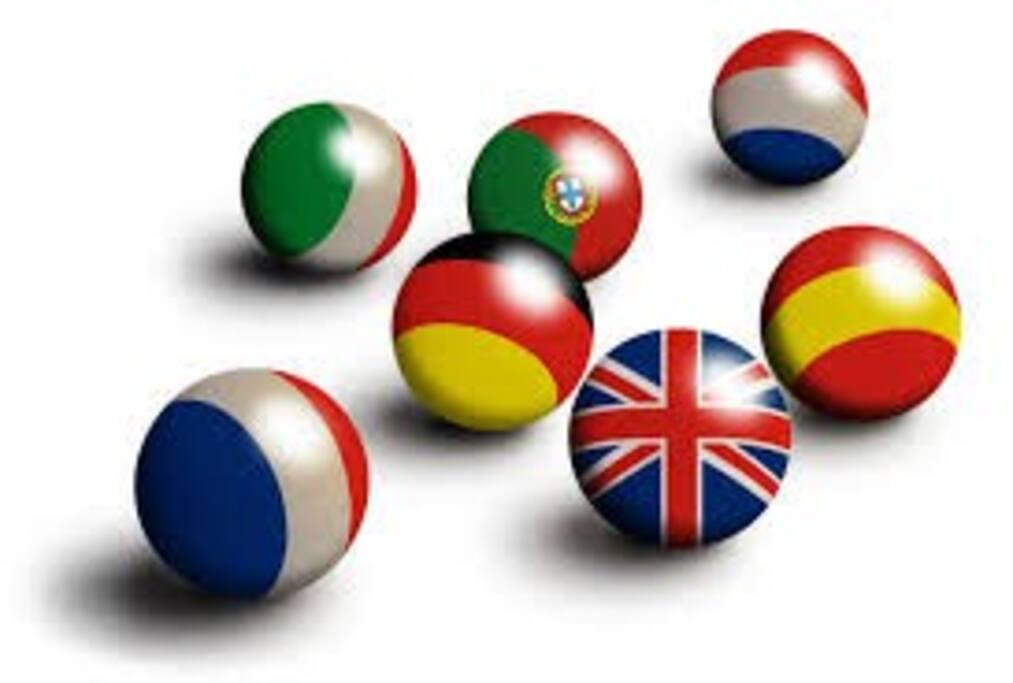 Parliamo qualche lingua e quelle che non abbiamo imparato a scuola   ce le hanno insegnate l'ospitalità!!