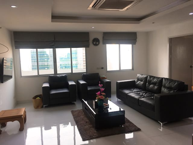 BKK Center, Excellent Room with Balcony, Pool+Gym.