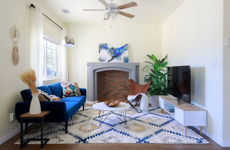 Newly Furnished Home & Yard-5 min to Airport/DTWN