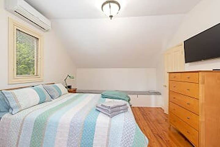 Comfortable main bedroom with adjustable mattress for your preferred firmness. Direct access to bathroom.