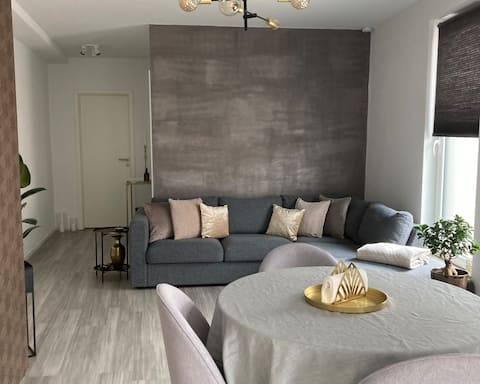 Lovely 1bedroom appt with terrace and free parking