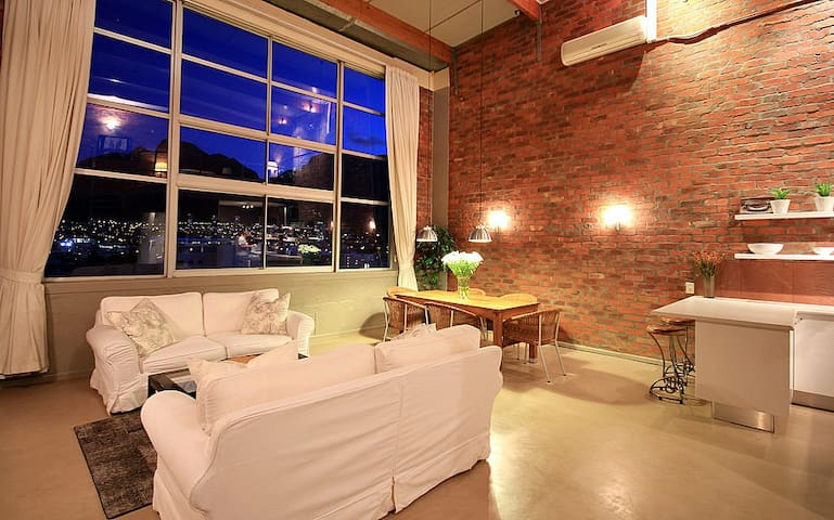 Amazing Loft with Stunning Table Mountain View